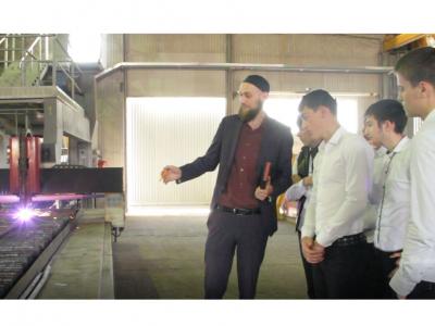 Экскурсия школьников на промышленные предприятия Чечни