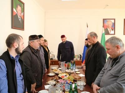 В честь дня рождения Пророка Мухаммада (с.а.в.) в Министерстве промышленности и энергетики Чеченской Республики почтили память чтением мовлида