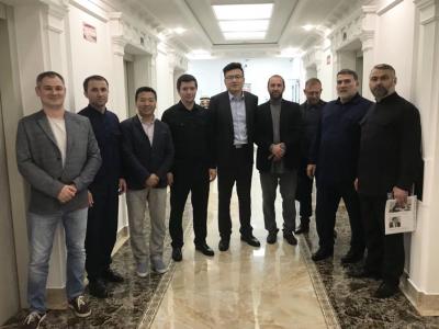 Заместитель Председателя Правительства ЧР Хасан Хакимов и министр промышленности и энергетики ЧР Ризван Масаев встретились с представителями китайской компании Foton Motor