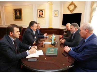Министр промышленности и энергетики Чеченской Республики Ризван Масаев встретился с директором чеченского филиала АО «Россельхозбанк» Усманом Ерихановым